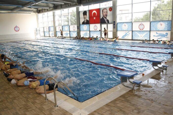 Bursa Orhangazi Kapalı Yüzme Havuzu Yaz Spor Okulu Yüzme Kursu